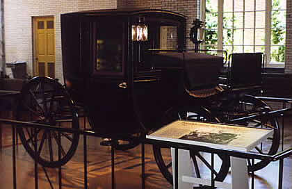 First Presidential Limousine 1902 - Source: http://my.net-link.net/~dcline/limopres.htm